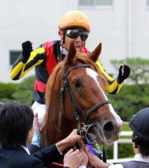 1105051 300x338 - スミヨンに斜行を誘発させる日本人騎手の「スミヨン包囲網」 ジョッキー出身の某調教師「やりすぎ」