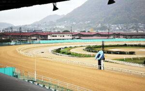 112904 300x188 - 中国地方唯一の地方競馬「福山市営競馬」 今年度で廃止へ