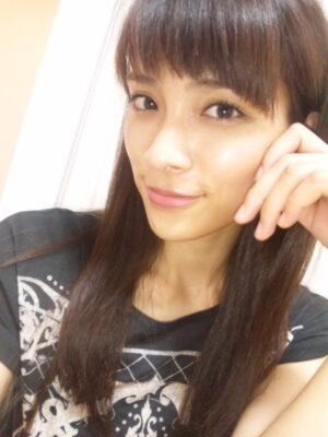 a0aa2d31 300x400 - AKB48秋元才加 「ヴぉぉ… まさかのガチ馬結果 このままの勢いで」 JC的中トップ発進