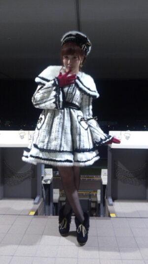 a1bf803d 300x535 - AKB48河西智美 ミニスカートでソロデビュー曲「まさか」熱唱 東京競馬場で8000人大歓声