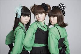 32ceaa8f - 新潟夏競馬のキャンペーンガール「Cool!Girls」がHOTな競馬場を打ち水でCoolに!エキサイティングな夏がここにある!