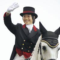 d50d430c - 武豊、木馬にまたがり熱血指導