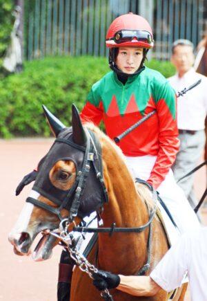keiba 1471611513 84401 300x435 - 藤田菜七子騎手、新潟最終レース後方から追い込んで3着!