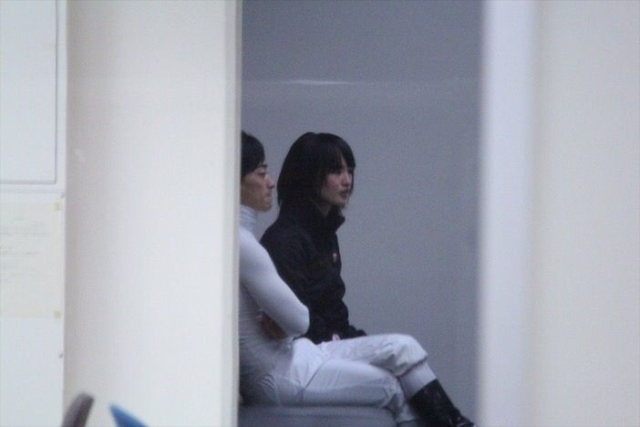 keiba 1528705723 601 - 【悲報】菜七子ちゃんが川田将雅ブルゾンを着てる件