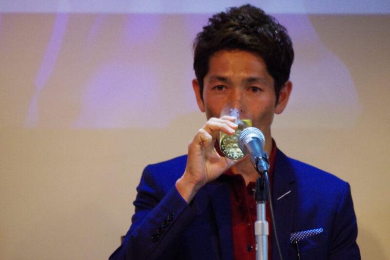 keiba 1529825416 6901 - 【画像】和田騎手のキス相手は誰なんだ!?