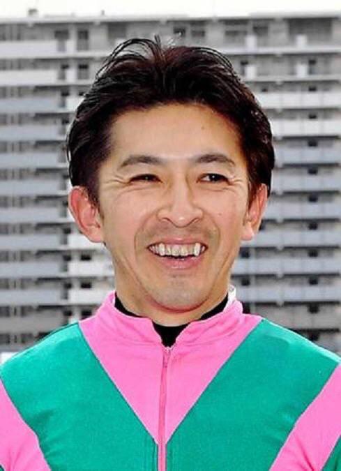 keiba 1529825416 6902 - 【画像】和田騎手のキス相手は誰なんだ!?