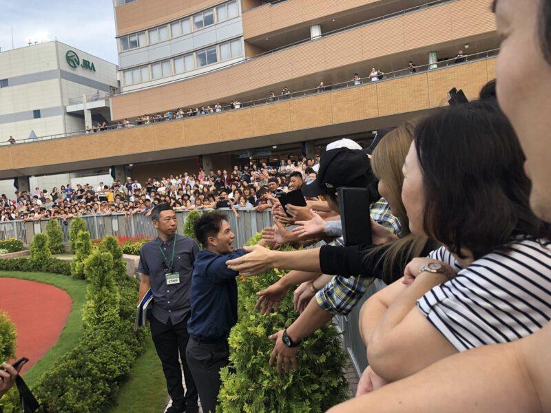 keiba 1535926226 101 - 新潟競馬場に来た市原隼人のファンサービスが凄かったらしい