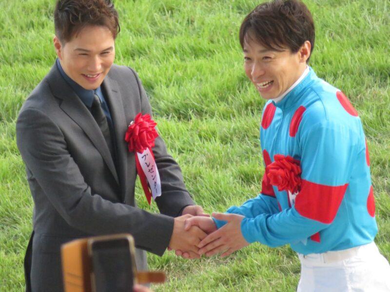 keiba 1535926226 103 - 新潟競馬場に来た市原隼人のファンサービスが凄かったらしい