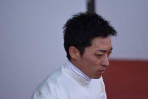 keiba 1622421139 12701 300x200 - 【ダービー】検量室でぼうぜんとしていた横山武史、川田にハグされる。