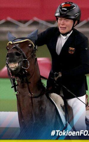livejupiter 1629815741 10201 300x479 - 【画像】テーオーコンドルとローマンネイチャーより面白い馬の画像ってあるの?