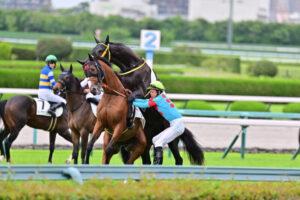 livejupiter 1629815741 104 300x200 - 【画像】テーオーコンドルとローマンネイチャーより面白い馬の画像ってあるの?