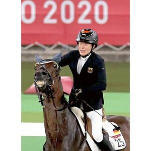 livejupiter 1629815741 11501 300x300 - 【画像】テーオーコンドルとローマンネイチャーより面白い馬の画像ってあるの?