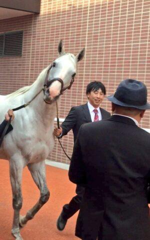 livejupiter 1629815741 4201 300x480 - 【画像】テーオーコンドルとローマンネイチャーより面白い馬の画像ってあるの?